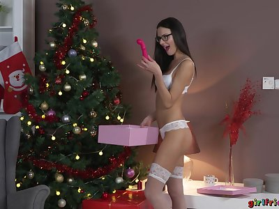 Brunette's dildo Christmas present leads to hot lesbian hookup