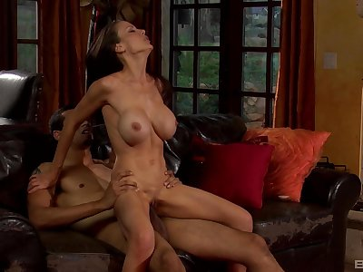 Silicone mature Mckenzie Lee is the real master of hard sex