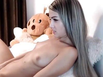 Hot teen masturbates on cam while nobody at home